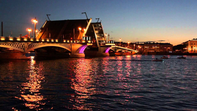 Зрелищное разведение мостов в Санкт-Петербурге