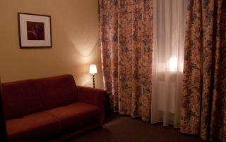 Комната Семейная, Меблированные комнаты Вернисаж - метро Гражданский Проспект на севере Санкт-Петербурга