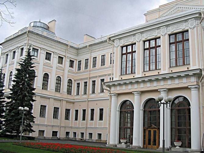 Дворец Аничков в Санкт-Петербурге