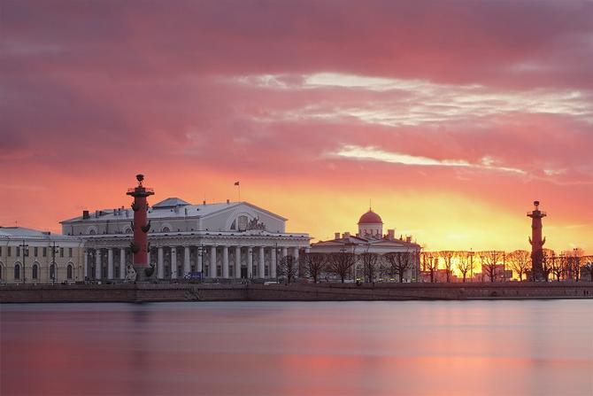 Памятник победам морского флота - Ростральные колонны в Санкт-Петербурге