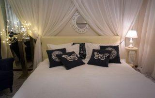Комната «Белые ночи», Меблированные комнаты Вернисаж - метро Гражданский Проспект на севере Санкт-Петербурга